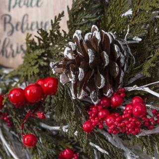 Christmas Kiss Wreath