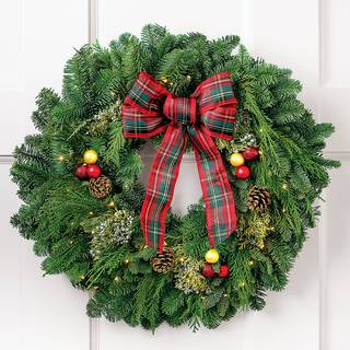 Classic Christmas Wreath 24-inch with Lights Image