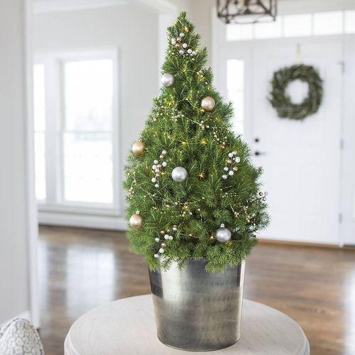 Winter Wonders Christmas Tree