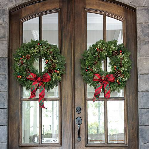 Holiday Greetings Wreath