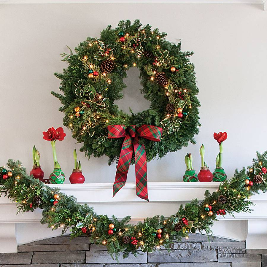 Holiday Greetings Wreath 30 Inch With Lights
